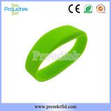 Tela plana de RFID F08 Chip de Silicone Pulseira bracelete de borracha à prova de água para Fitness Club e Parque Desportivo