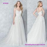 Чувствительная вышивка украшает мягкий Tulle a - линию платье венчания с сверкная планками на задней части