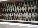 El bloque duro de madera transmite la desfibradora del eje