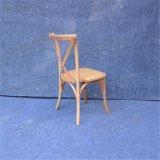 Utilisé empilant la présidence en bois de cru arrière de créateur de Coss pour le mariage et le restaurant Yc-As62-1
