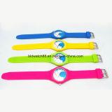 防水昇進の女の子および男の子の方法シリコーンの腕時計