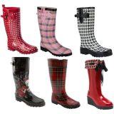 いろいろな種類のゴム製Wellies水証拠の雨靴