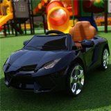 Conduite neuve de gosses sur des jouets de véhicule de constructeur