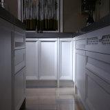 Welbomの純木の台所家具のキャビネット標準的なデザイン中国の工場