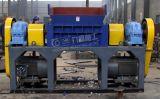 Plastikflasche, die Maschine mit doppeltem Welle-Reißwolf aufbereitet