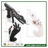 De magnifiques bijoux de résine d'affichage de forme à main