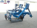 Granja de la máquina del tractor cultivador de patatas Una fila de patata Digger