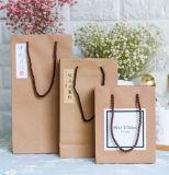 Petits sacs en papier de luxe de Brown avec le traitement