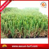 景色のための自然な草のように人工的な草の見えをリサイクルしなさい