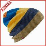 Chapéu feito malha forma do Beanie da listra do inverno