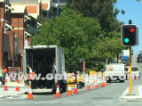 移動式太陽点滅LEDは赤い緑の交通信号街灯柱に署名する
