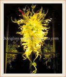 Желтый стеклянных люстра лампа внутри украшения