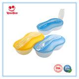 De plastic Kom van de Baby met Lepel die voor Pasgeborenen wordt geplaatst