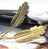 금 또는 반대로 금에서 던지기로 만드는 금속 기털 모발 제품