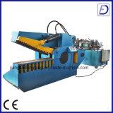 油圧金属の使用の打抜き機