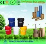 Documento de base de agua el tubo de pegamento para papel trabajando