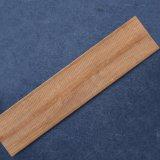 Grãos de madeira de cor castanha com acabamentos em madeira de azulejos do piso de cerâmica