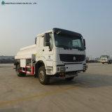 Sinotruck 10のタイヤの輸送ディーゼルガソリン石油燃料タンクトラック