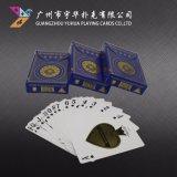 Anunciando o póquer que anuncia cartões de jogo para a propaganda