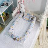 베개를 가진 유아 유아 간이 침대