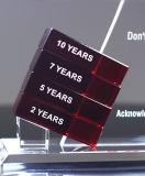 Troféu de cristal vermelho da concessão com a decoração de cristal vermelha de Aroud