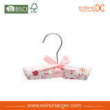 Eishoの花のワイヤーホックが付いている花によってパッドを入れられるサテンのハンガー