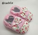 女の赤ちゃんの男の子のスニーカーの柔らかいSoledのスリップ防止幼児の靴17312