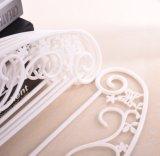 白く薄い蝶形の優雅のプラスチックハンガー