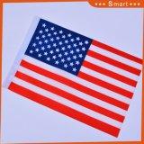 米国手のフラグを振るアメリカポリエステル