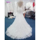 Langes Hülsen-Nixe-Hochzeits-Kleid mit Spitze während des Kleides