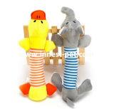 O cão de venda quente brinca o brinquedo plástico do animal de estimação do pato do vôo