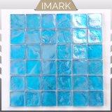 プールのタイルのための2018年のオーシャンブルーの光沢のある虹色のガラスモザイク