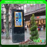 Im Freienreklameanzeige-Fußboden, der LCD-Bildschirmanzeige steht