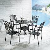 정원은 호화스러운 주조 알루미늄 옥외 연회 의자를 위한 안뜰 가구를 비축해 둔다