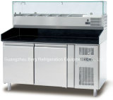 Refrigerador comercial del vector de la preparación de la pizza de tres puertas con los cajones