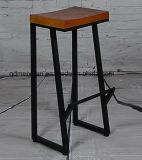 創造的な鉄の木製の古く黒く高い腰掛けのバースツール(M-X3113)