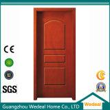 Porta de madeira maciça com filme PVC e painel WPC