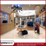 良質の衣服の店の家具の衣服の表示