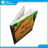 プリントフルカラーのハードカバーの児童図書