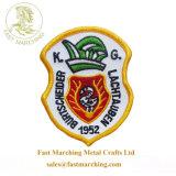 カスタム良質はロゴの自由なPogoのトークンによって刺繍されるフラグのバッジを所有する