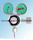 Cilindri di ossigeno e regolatori medici dell'ossigeno