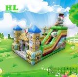 Castle Rock die van de draak de Opblaasbare Speelplaats van de Uitsmijter beklimmen