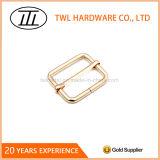 Curvatura quadrada do anel de Iroon da cor dourada para sacos