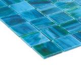 La parete di Backsplash della cucina dei materiali da costruzione copre di tegoli il mosaico di vetro