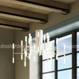 Ferro artístico moderno da faculdade criadora do borne e candelabro leve de suspensão de vidro do diodo emissor de luz