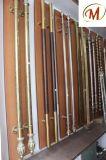 ミラーおよびWodはステンレス鋼の木製のドアハンドルを終える