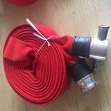 赤いキャンバスの消火栓のホース、農場の潅漑のホースは使用した