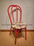 Штабелировать стул кафа металла с проложенным местом