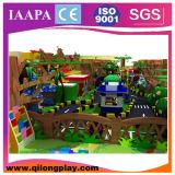 A cidade moderna caçoa a área interna do campo de jogos (QL-18-1)