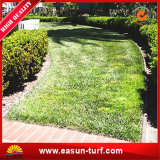정원과 홈을%s 인공적인 잔디밭 매트 잔디를 정원사 노릇을 하기